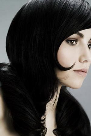 цвет волос иссиня чёрный