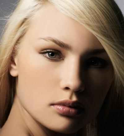 Макияж для персиковых волос